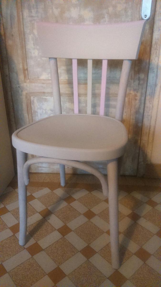 Relooker des chaises bistrot avec de la peinture à la craie