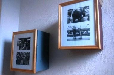 fabriquer un petit meuble mural avec une caisse vin et un cadre photo. Black Bedroom Furniture Sets. Home Design Ideas