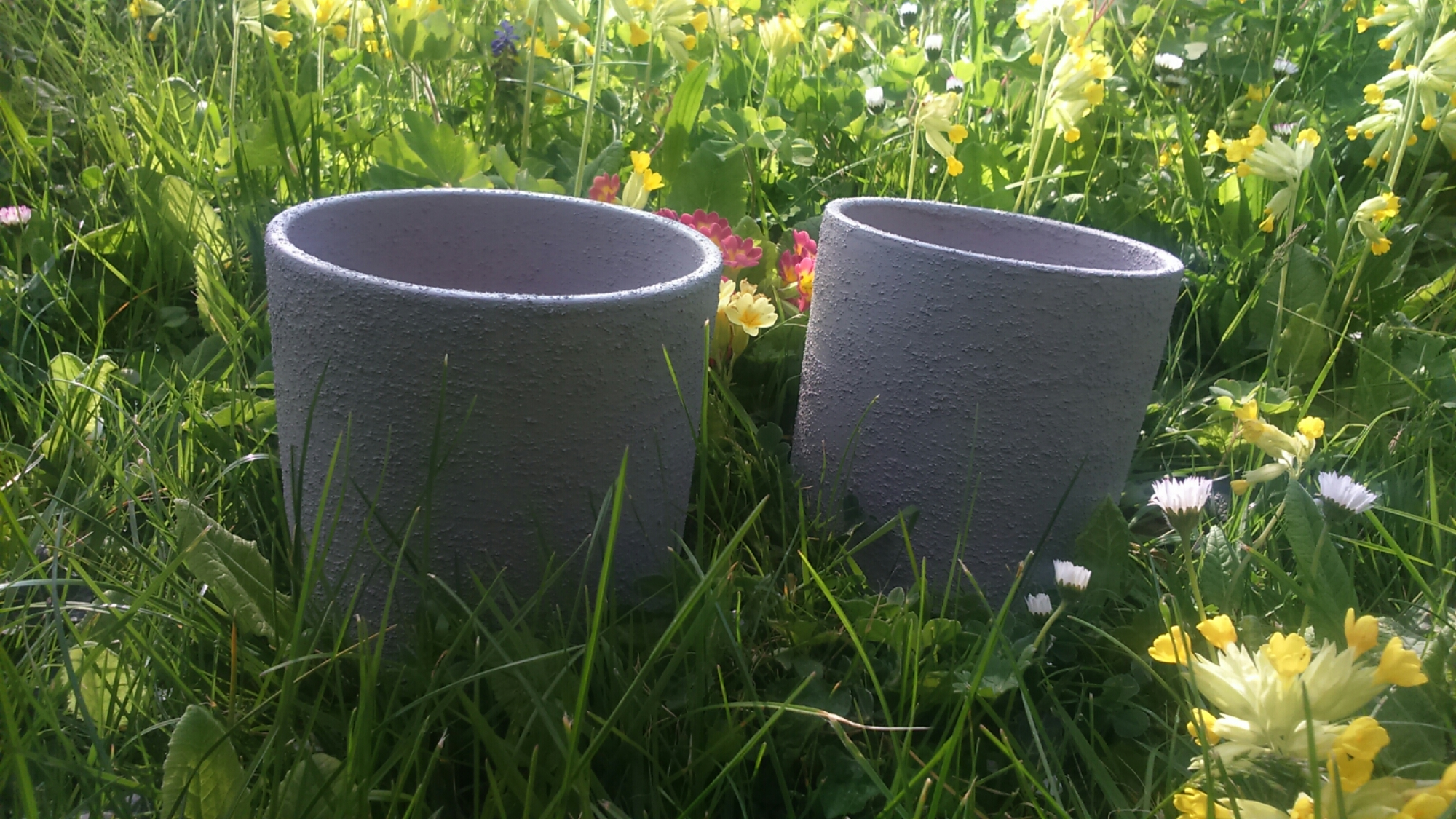 diy des cache pots au look ciment. Black Bedroom Furniture Sets. Home Design Ideas