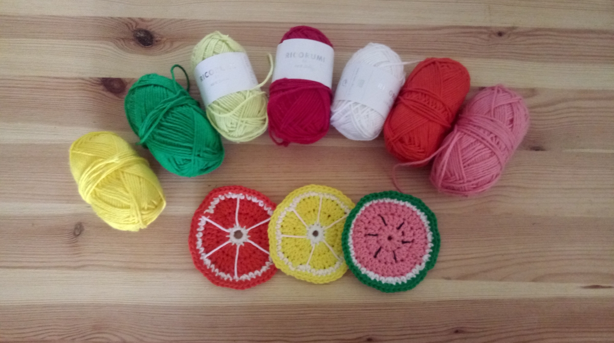Dessous de verre au crochet : les tranches de fruits de Repeat crafter me